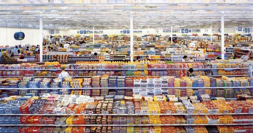La distribución alimentaria. Imagen: 99 cent, de Andreas Gursky